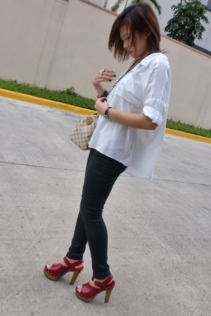 ruby red clogs - black jeans - white blouse