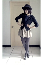 blue top - black sweater - beige skirt - gray tights - gray shoes - black hat