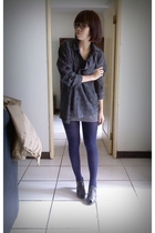 gray top - green shirt - blue tights - gray shoes