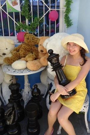 gift dress - hat