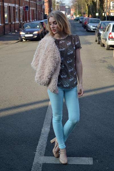 light brown sugarhill boutique top - light blue FM Boutique jeans