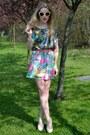 Cream-primark-sunglasses-neutral-bank-heels-green-minkie-top