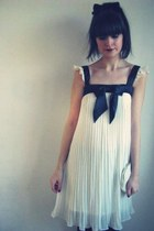 Paddington market Sydney dress - thrifted vintage bag