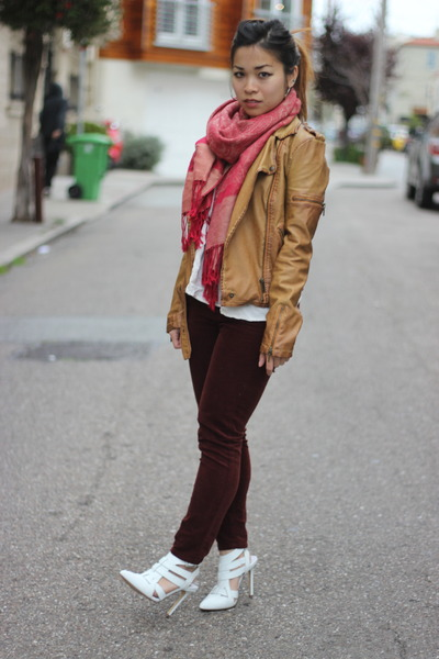 ruby red Chinatown scarf - crimson velour Topshop jeans