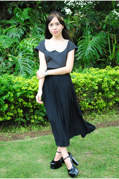 black F & H pumps - black thrifted skirt - black foxy fashion hub top