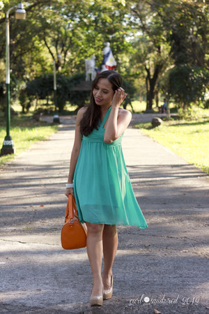 aquamarine thrifted dress - orange sm parisian bag - beige Syrup pumps