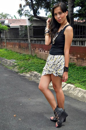 black So FAB shoes - light yellow thrifted skirt - black random top
