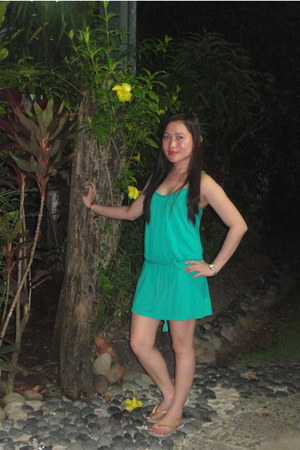 green tunic Forever 21 dress - gold rubber slippers Havaianas flats