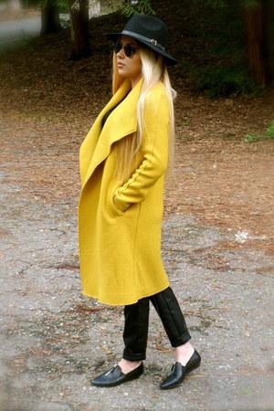 mustard oversized Zara coat - black fedora Urban Outfitters hat