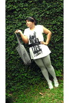 gray body fit leggings - beige Market shoes - gray paseer baroe purse - white be