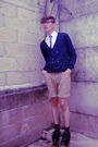 Beige-old-navy-shorts-white-tommy-hilfiger-shirt-blue-urban-outfitters-cardi