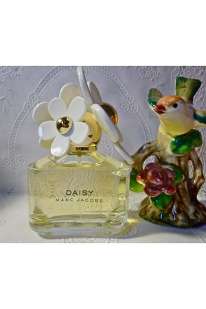 perfume Marc Jacobs home decor