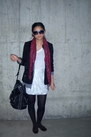 H&M scarf - Forever21 t-shirt - GINA TRICOT skirt - H&M blazer - Zara purse - H&