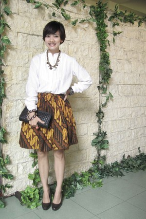 black Charles & Keith purse - dark brown Aldo heels - dark brown batik skirt - w
