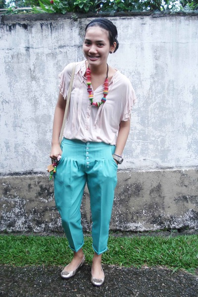 pink Moi top - green Mangdu pants - silver Gap shoes