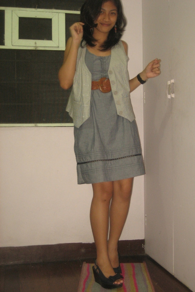 Bazaar dress - vintage belt - thrifted vest