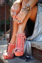 carrot orange wedges - silver accessories