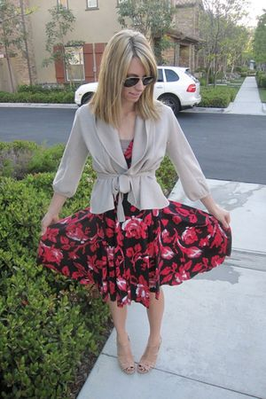 red Diane Von Furstenberg dress - beige BCBG cardigan - beige Nine West shoes