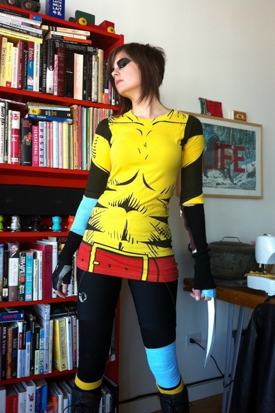 black Cannondale tights - yellow Comic shop t-shirt - black Pearl Izumi gloves