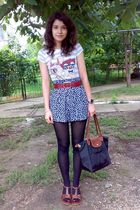 gray t-shirt - blue shorts - red belt - brown buy at Leonardo - black longchamp