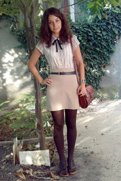 blue belt - white Amisu shirt - brown tights - brown vintage Marc Chantal purse