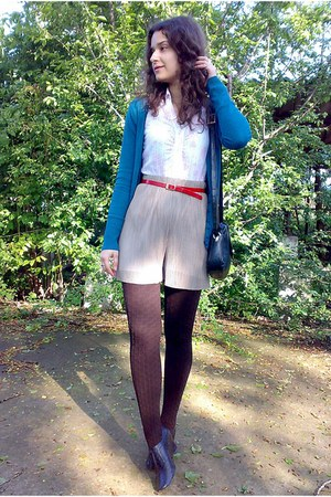 dark brown textured tights - black picard purse - tan shorts - ruby red belt - t