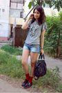 Blouse-blue-shorts-red-socks-black-fabio-lenzi-shoes-black-purse-silve