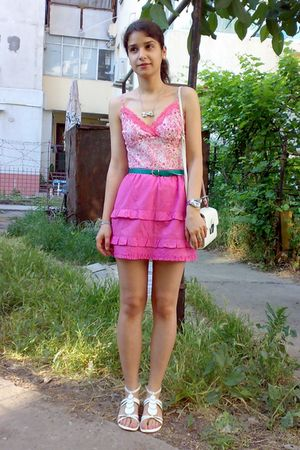 pink trifted ruffled skirt - white trifted bag - white top - green belt