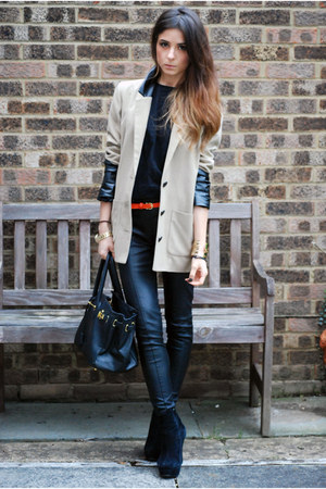 camel coat - black leather pants pants - black crew neck t-shirt - black wedges