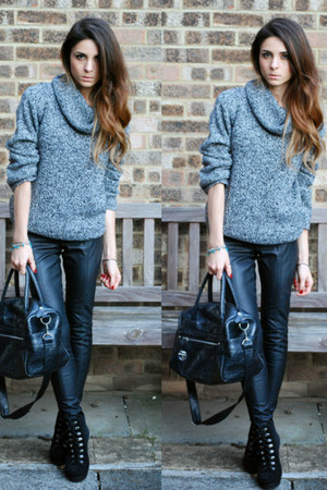heather gray turtleneck jumper - black ski hook boots