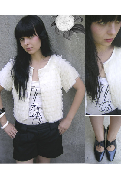 white chanel vintage cardigan - white H&M t-shirt - black Vero Moda shorts - bla