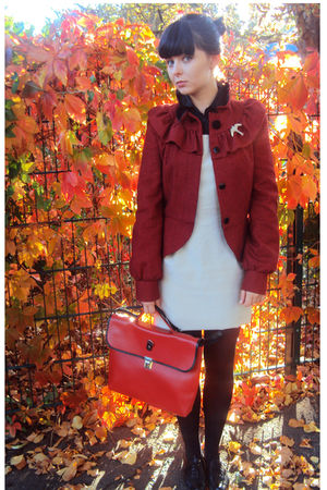 red vintage bag - black brogue Topshop shoes - beige dress