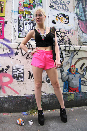 hot pink workout H&M shorts - black platforms new look shoes