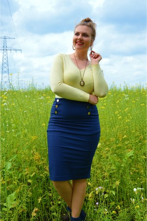 navy boots - light yellow sweater - navy skirt - eggshell necklace
