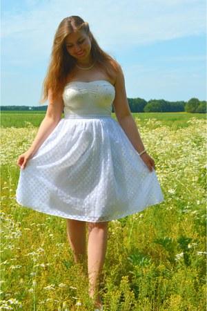 white top - white pumps - white midi skirt - white necklace - white bracelet