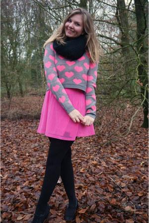 black scarf - bubble gum dress - heather gray hearts sweater - black pumps