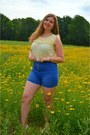 Blue-shorts-white-pumps-light-yellow-top-white-necklace-white-bracelet