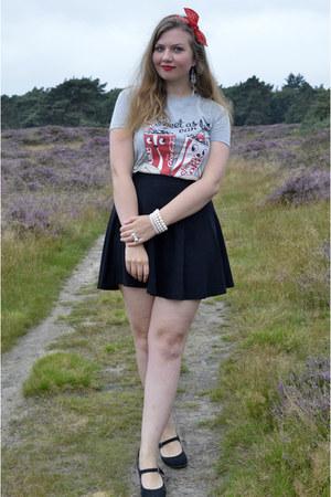 white necklace - white bracelet - black pumps - black skirt - red hair accessory
