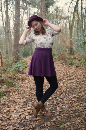 maroon hat - brown boots - maroon skirt - off white top