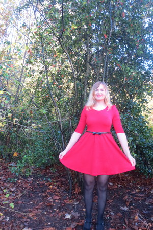 black tights - red dress - black belt - black pumps
