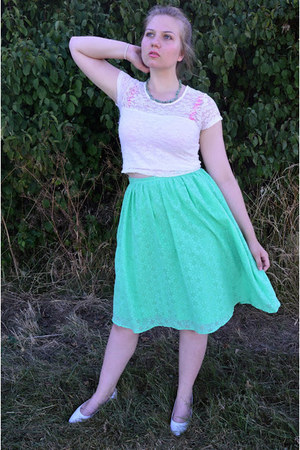 chartreuse skirt - chartreuse necklace - white top - white pumps