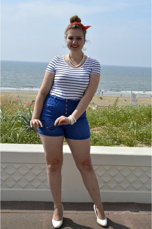 white bracelet - blue sunglasses - blue hot pants - white pumps