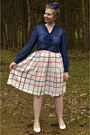 Navy-blouse-white-skirt-white-pumps-navy-hair-accessory