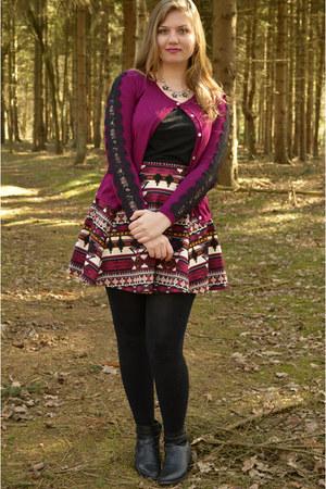 maroon skirt - black boots - black top - maroon cardigan - black necklace