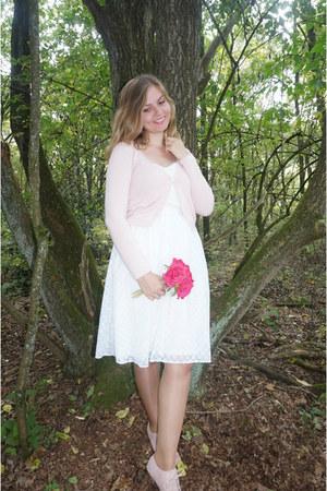 white midi skirt - light pink pumps - light pink cardigan
