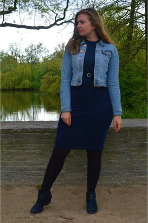 navy boots - navy bodycon dress - sky blue denim jacket - black necklace
