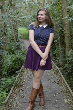 brown boots - magenta skirt - navy top - brown belt