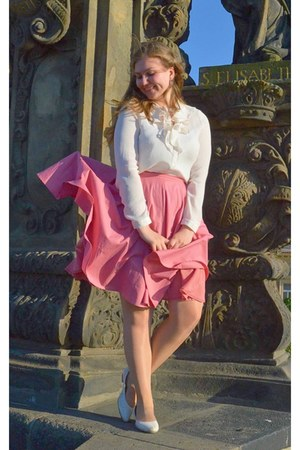 bubble gum skirt - white pumps - white blouse - bubble gum earrings
