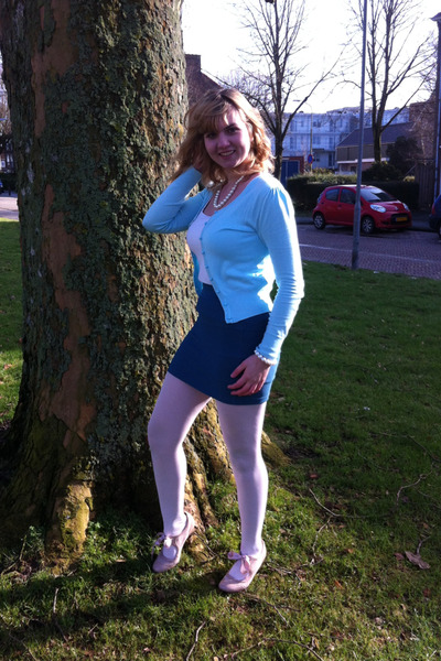white pearl necklace - white tights - teal skirt - white top - peach pumps