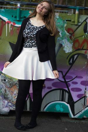 black tights - black floral top - light pink skirt - black flats